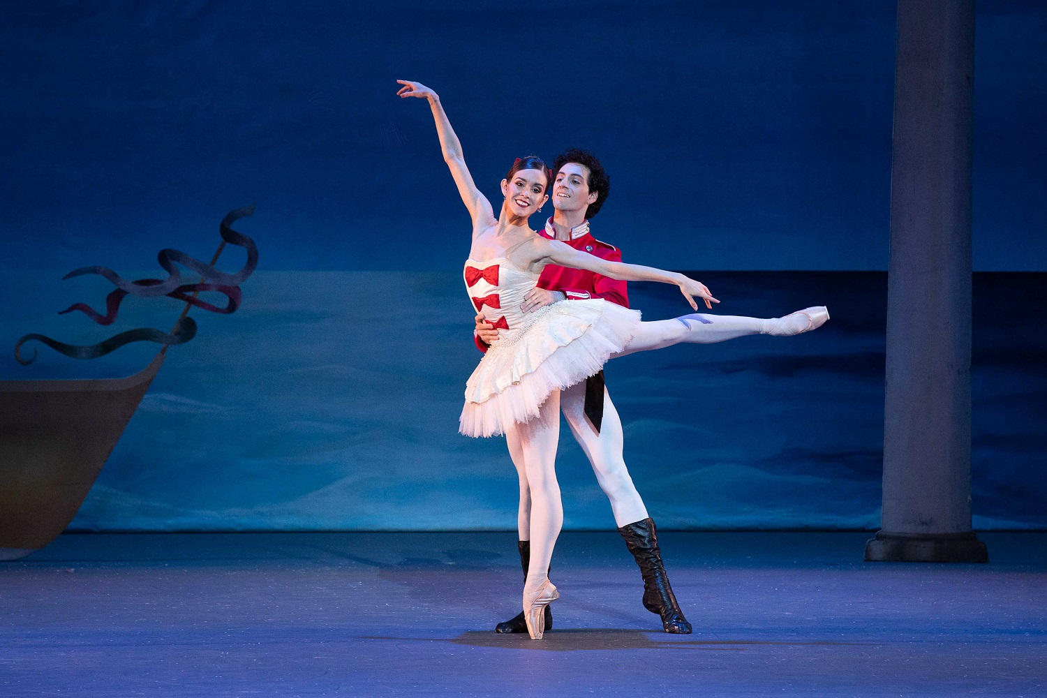 Petra Conti, Tigran Sargsyan; Photo: Reed Hutchinson  Los Angele Ballet Nutcracker Performance Cerritos Performing Arts Center 181124